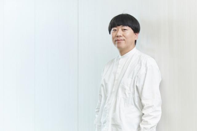 サントリー食品インターナショナル コミュニケーションデザイン部 課長木下卓也氏 「僕は去年から伊右衛門を担当し、鈴木さんとの仕事は初めてでした。いくつか案をいただいたのですが、現代人の心のざわつきを静めるというPRポイントを端的に表せる企画だと思い、今回はこの案を採用させていただきました」