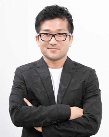 BORDER inc. クリエーティブディレクターの横澤宏一郎氏。1995年、博報堂入社。99年よりCMプランナー、03年にクリエーティブディレクターに。16年に退社しBORDERを設立した。近作に、ソフトバンク「ギガ国」、日野自動車「ヒノノニトン」、リクナビNEXT(大泉洋)、PlayStation4(山田孝之)、ダイハツ「BOON」、サントリー「ICE GIN」、アサヒグループ食品「クリーム玄米ブラン」などがある