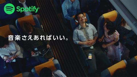リクライニングシートを倒されるというアイデアは、電通チームの実体験から生まれたもの。男性を演じたのは、役所広司の「ワイ・ケイ事務所」に所属する俳優・管勇毅(かんゆうき)