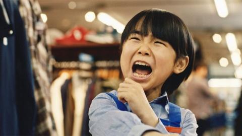 ブックオフコーポレーションの「心を読める心くん」篇。ブックオフの子ども店員・寺田心が客の心を読み、「ブックオフなのに本ねぇじゃーん!」とハジけて素に戻る