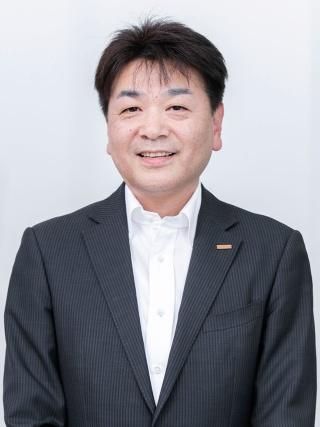 ヒノキヤグループ 取締役 マーケティング部長 荒木伸介氏 設計事務所などを経て、2002年に入社。商品企画部部長を経て12年より現職。「商品開発も広告も、いかに他社がしていないことをするか、ということにこだわっています」