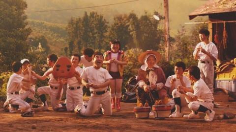 17年の「懐かしの味」編の続編に当たり、成長して野球部に入ったムロ少年とそのおばあちゃん、妹、大人になったムロとその息子という5役すべてをムロが演じて画面はムロだらけに