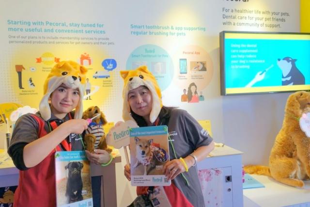 SXSWで展示されたパナソニックのペット向けスマート歯ブラシと飼い主向け会員サービス「Pecoral」。ペット事業の立ち上げに向け、開発者のパッションが伝わる会場風景だ