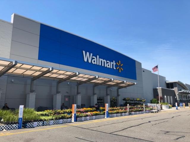 ウォルマートの巨大店舗「ウォルマート・スーパーセンター」。長く世界最大の流通企業を象徴する存在だったが、ウォルマートは既に新規出店を抑える方向にかじを切っている