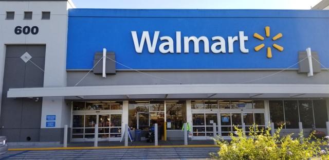 ウォルマートの「マウンテンビューストア」。シリコンバレーでスーパーとしてのウォルマートの存在感は思ったよりもない。高額所得者が多いためアマゾン傘下の高級スーパー「ホールフーズ・マーケット」が目につき、大型スーパーとしては「ターゲット」の方が勢いがある印象だ