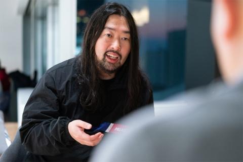 ワンメディア代表、明石ガクト氏。1982年静岡生まれ。06年上智大学卒業。14年6月、ミレニアル世代をターゲットにした新しい動画表現を追求するべく創業。Facebook、 Twitter、LINE、SmartNews、Gunosyの公式動画パートナー