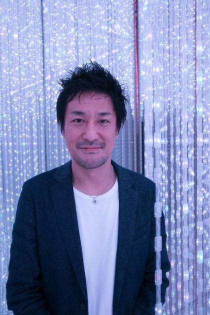 いのこ・としゆき 1977年生まれ、2001年、東京大学計数工学科卒業時にチームラボ設立。子どもの頃に好きだった番組は『オレたちひょうきん族』。音楽は「思春期の頃はジョン・レノン。学生時代はアンダーワールド」