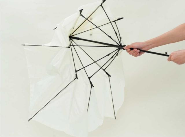 「ポキッと折れるんです」は、折れるから壊れない傘(画像)
