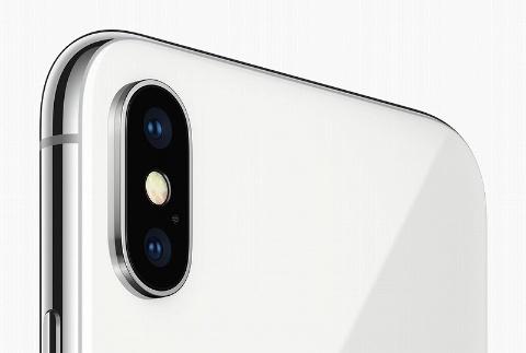 iPhone Xでもカメラは出っ張っている