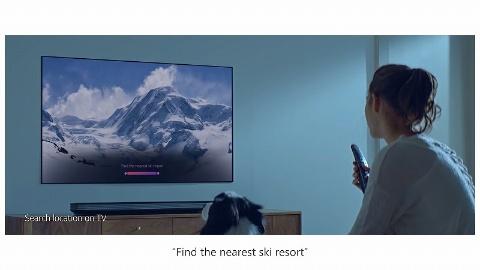 リモコンに話しかけると、「一番近くのスキー場を探して」といった情報を検索するほか、「この人は誰?」というような番組内容に即した質問に答えたりもしてくれる(画像はLGのイメージ映像から)