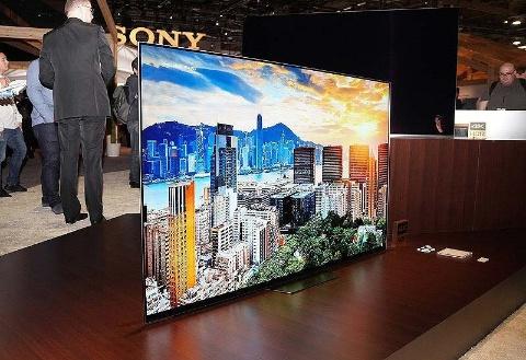 ソニーが発表した4K有機ELテレビの「A8F」シリーズ(写真/山本敦)