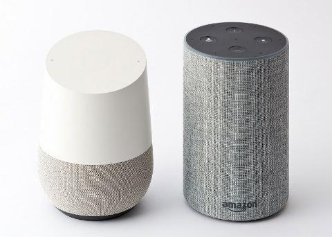 Google Home(左)とAmazon Echo(右)