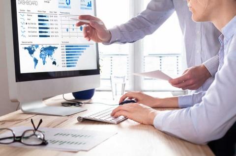 30~40代の転職市場では、専門職や上流のマネージャー職のニーズが高まっている(写真提供/Shutterstock)