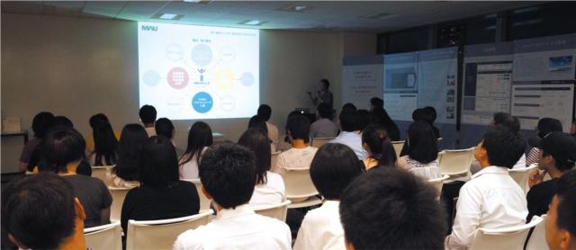 武蔵野美術大学では、定期的に社会人向けの大学院の新コースの説明会を開いているが、関心の高さと手応えを感じているという(写真提供/武蔵野美術大学)