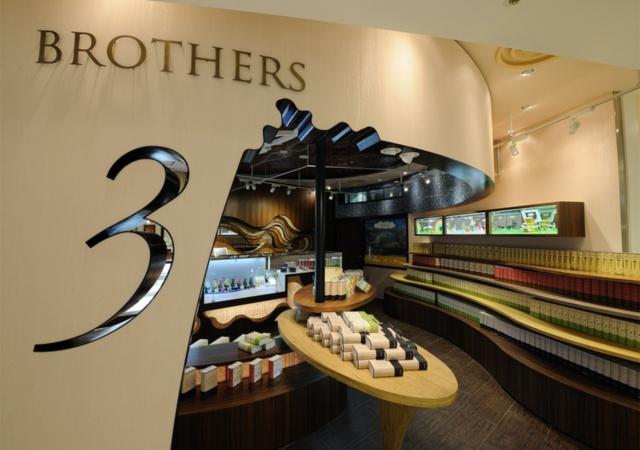 """パティスリーブラザーズは3兄弟で運営していることからロゴを""""3""""にし、自分たちで「イケメン3兄弟の洋菓子店」と打ち出した"""