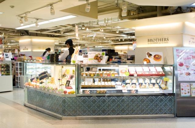 パティスリーブラザーズは1年もたたないうちに阪神梅田本店に出店