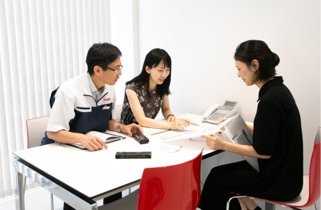 開発担当者とマーケティング担当者が緊密な連携を保つ