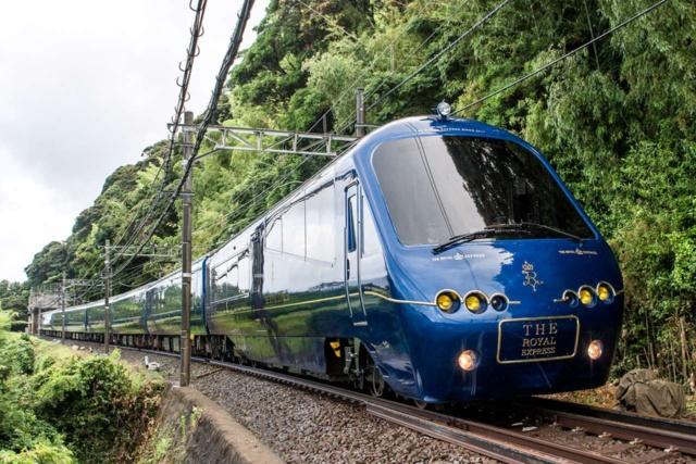 東急は伊豆半島でMaaS実証実験を行う計画。写真はグループの伊豆急行と東急が共同運行する観光列車「ザ・ロイヤルエクスプレス」(横浜駅―伊豆急下田駅間)
