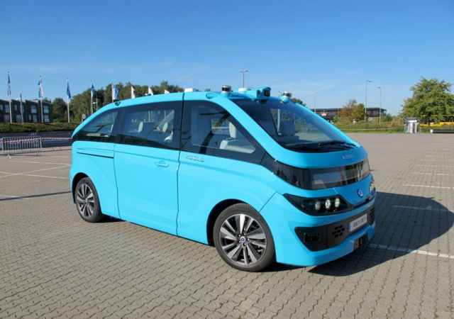 ケオリスの新型の自動運転サービスカー。車体はフランスのスタートアップ、NAVYA(ナビヤ)が手掛ける。ITS世界会議2018の会場でデモ走行を披露した