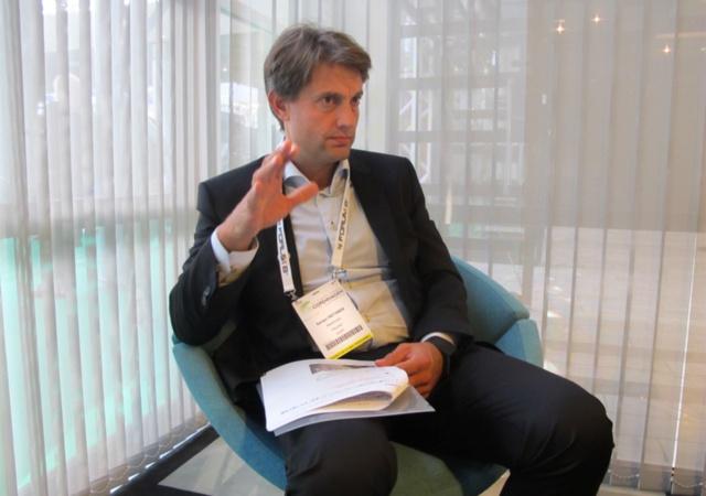 ITS世界会議2018の会場で、日経クロストレンドの取材に応じる、MaaSグローバルCEOのSampo Hietanen氏