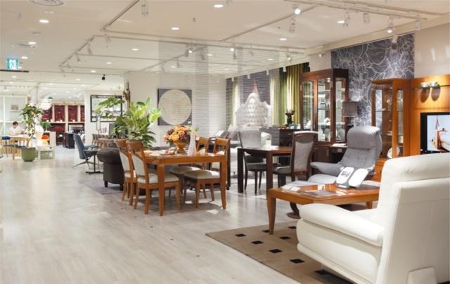 日本橋髙島屋S.C.本館の家具売り場。2018年7月25日、8階から7階に移り、リニューアルオープンした。店頭には、マルニ木工やアルフレックス、シモンズなど、各社のルームセットが6種類ある(写真/丸毛 透)