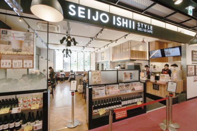 「成城石井 トリエ京王調布店」内にあるレストラン「SEIJO ISHII STYLE DELI&CAFE」。ハンバーガーやパスタなどの料理を販売する。京王調布店全体の面積は198.8坪。そのうち飲食スペースは18.1坪で10%弱を占める