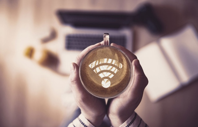 公共交通機関の無料の高速Wi‐Fi敷設が日本の課題だ(写真/Shutterstock)