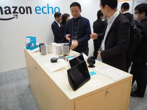 丸型の画面を搭載したEcho SpotなどAmazon Echoシリーズを展示した