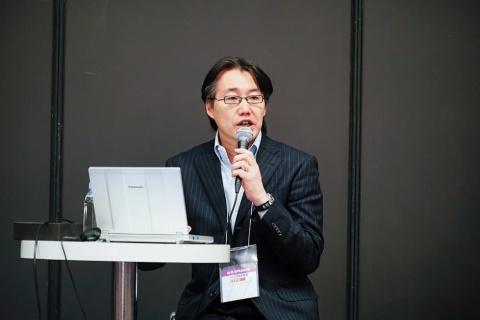 「日経クロストレンド EXPO 2018」に登壇した、計量計画研究所理事兼研究本部企画戦略部長の牧村和彦氏
