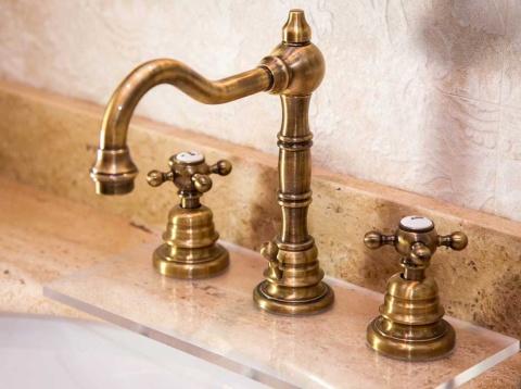 抗菌作用を持つ銅を素材に用いた台所(写真/Shutterstock)