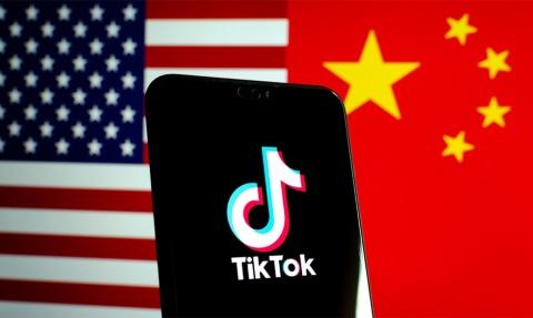 米中対立の間にいるTikTokのイメージ(写真/Shutterstock)