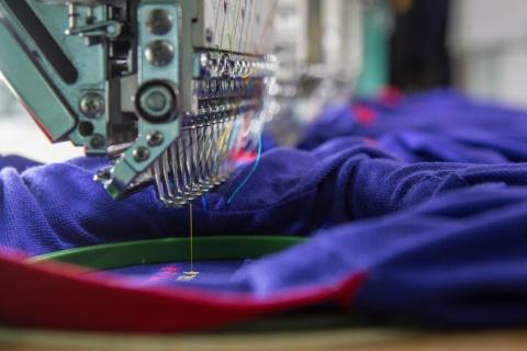 衣料の受注生産を進めるイメージ(写真/Shutterstock)