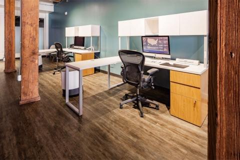 ハーマンミラーは、自社の椅子を利用することで、在宅勤務が快適になる可能性が高まると考えている(写真提供/Shutterstock)