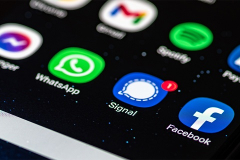 スマートフォンにインストールされたコミュニケーションアプリ「シグナル」のアイコンイメージ(写真/Shutterstock)