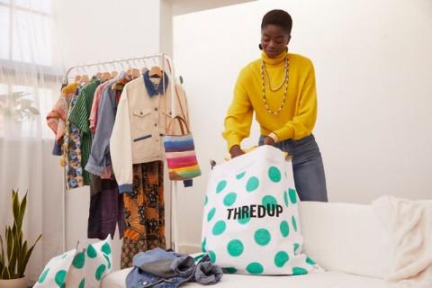 古着の売り手はスレッドアップから「クリーン・アウト・バッグ」を購入し、古着を詰めてスレッドアップに送るだけ。面倒な写真撮影や発送業務から解放された(写真提供/スレッドアップ)