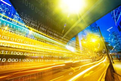 """MaaSによって""""解放""""される膨大な移動ビッグデータは手付かずのまま。ここにチャンスを見いだせるか、国家戦略も問われる(写真/Shutterstock)"""