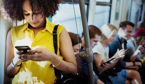 昨今のインターネットサービスでは、データサイエンスの活用が進み過ぎて、興味関心があるとサービス提供者が判断した情報しか届かなくなっているのではないか(写真/Shutterstock)