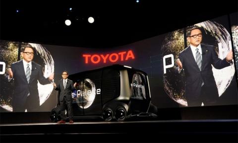 「トヨタはクルマをつくる会社から、モビリティに関わるあらゆるサービスを提供する会社、すなわちモビリティカンパニーに変革する」と宣言した豊田章男社長(写真:ロイター/アフロ)