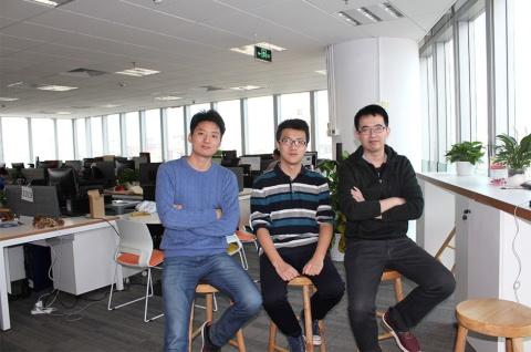 写真左から、INFERVISIONのAIソフトウエア開発部上級チームリーダー(senior team leader)である余航(Yu Hang)氏(25歳)。医療画像を診断するディープラーニングアルゴリズム開発部の部長である赵朝炜(Zhao Chew wei)氏(27歳)。INFERVISION日本法人Infervision.Japan取締役の郭暁㬢(Xiaoxi Guo)氏(30歳)