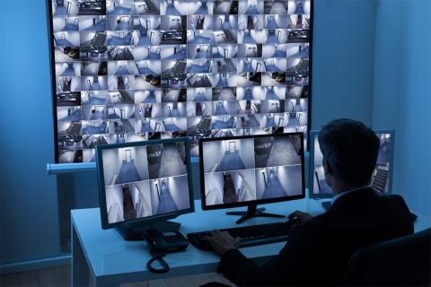 監視カメラを導入したものの、日々発生する膨大なデータの処理に困る企業は多い。そこに目を付けたある米国企業のサービスは、実に気が利いている(写真/Shutterstock)