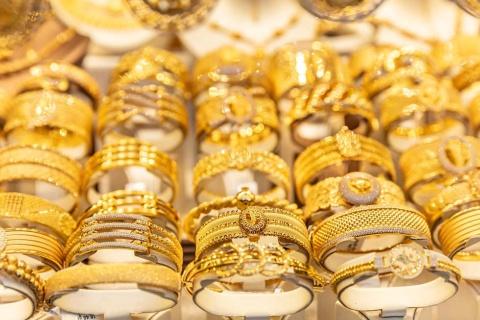 富の象徴である金を使った宝飾品では、装飾やデザインで自分らしさをアピールする人は多い。その考えを車に持ち込んだ日本企業がある(写真/Shutterstock)