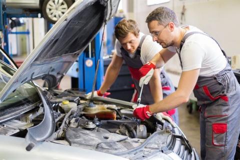 効率化が迫られている自動車修理工場向けに、画期的な仕組みを編み出した企業がある(写真/Shutterstock)