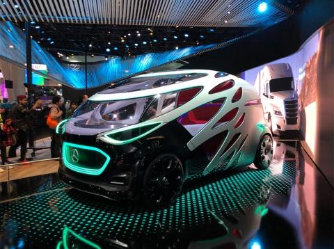 独ダイムラーが展示した自動運転のコンセプトカー「Vision Urbanetic」。トヨタのe-パレットのように用途に合わせてボディーを載せ替えることが可能