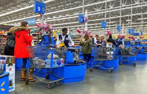 米ウォルマートの店舗内(写真/Shutterstock)
