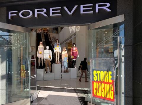 店舗閉鎖に向けセールを行うフォーエバー21の店舗。米サンフランシスコ市の大型店「XXI Forever」
