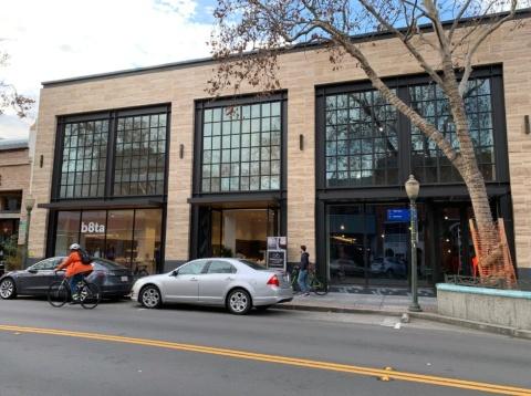 パロアルトに新装開店したb8taの店舗。大通りに移転し、3倍の面積になった