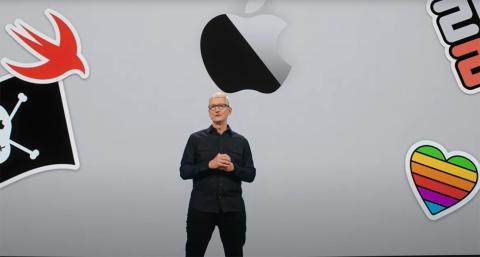 WWDC21の開幕を宣言する米アップルのティム・クックCEO(最高経営責任者)(出所/WWDC21での基調講演をキャプチャーしたもの)