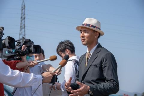 ワークウェアスーツの贈呈式には地元メディアが集まり話題となった。その様子が全国にも報道されたことで、ワークウェアスーツの認知度が高まった