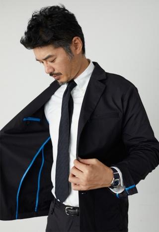 18年11月に立ち上げた、スーツと私服の中間のようなデザイナーズモデル「YZO(ワイゾー)」。俳優兼モデルの平山浩行氏とコラボレーションし、スーツのカジュアルな着こなしを提案