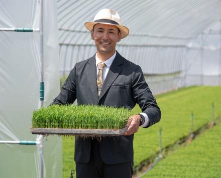「スーツ農家」として知られていた山形県の若手農家、齋藤聖人氏とコラボレーションすることで「WORK WEAR SUIT(ワークウェアスーツ)」を全国にアピールできた